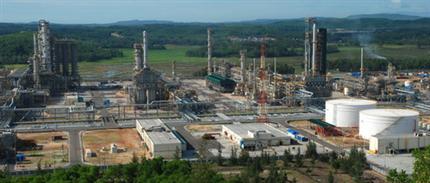 Nhà máy lọc dầu Dung Quất - Quảng Ngăi